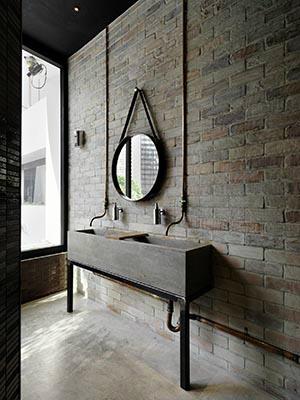 Brilliant 20 Bathroom Designs With Vintage Industrial Charm Decoholic Largest Home Design Picture Inspirations Pitcheantrous