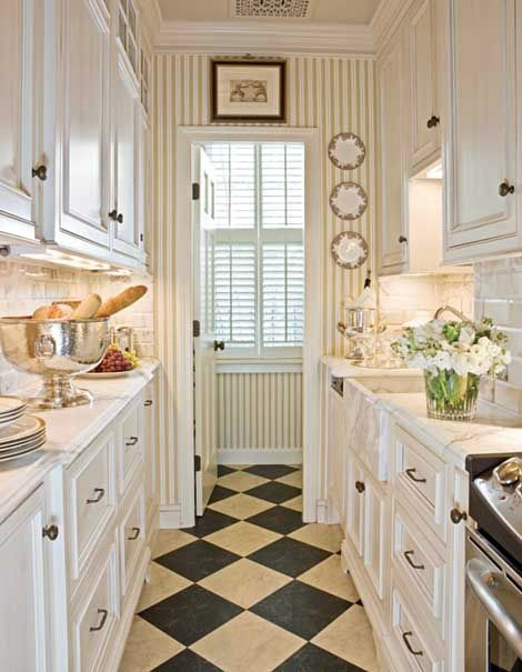 47 best galley kitchen designs decoholic for Gorgeous small kitchens