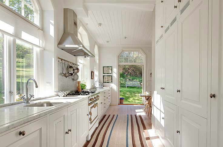 47 best galley kitchen designs decoholic Decorating a galley kitchen