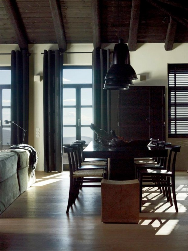 House That Combines Industrial and Traditional Style 3