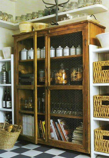 20 amazing kitchen pantry ideas decoholic for Country kitchen pantry ideas
