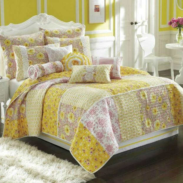 'Arianna' Quilt yellow dessing set