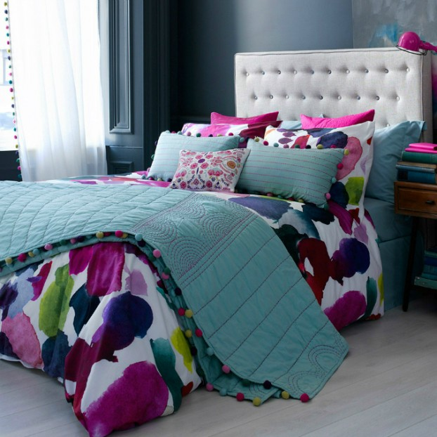 Elegant teal coloured large bedroom quilt with fuchsia highlights