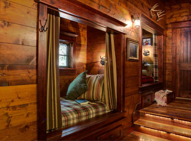 One of the sweetest little cabins decoholic for Cabin bedroom designs