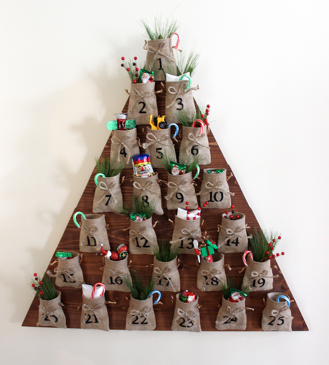 37 christmas advent calendar ideas decoholic for Diy christmas advent calendar ideas