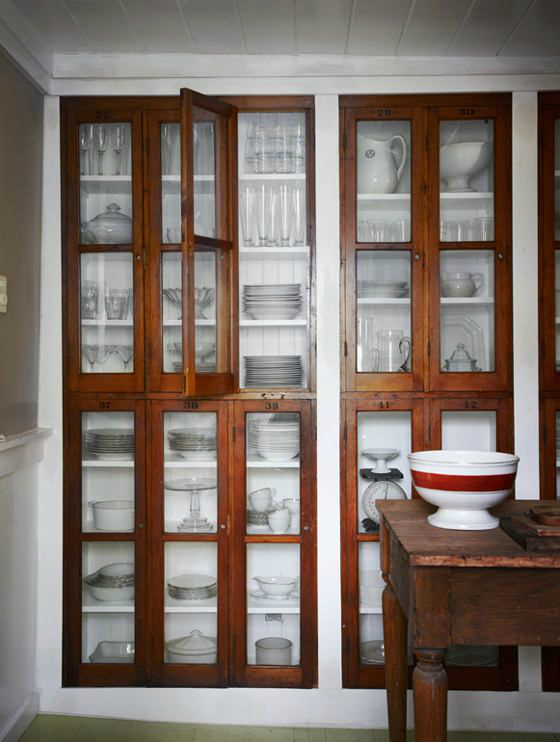 32 dining room storage ideas decoholic for Built in dining room cabinet designs