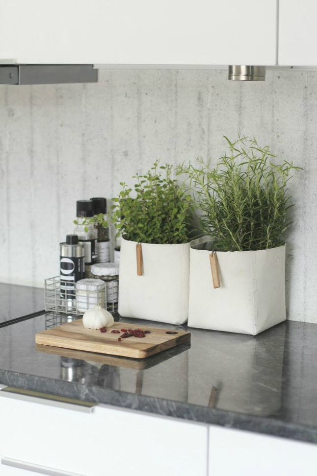How to decorate your kitchen with herbs 40 ideas decoholic for Bathroom counter decor