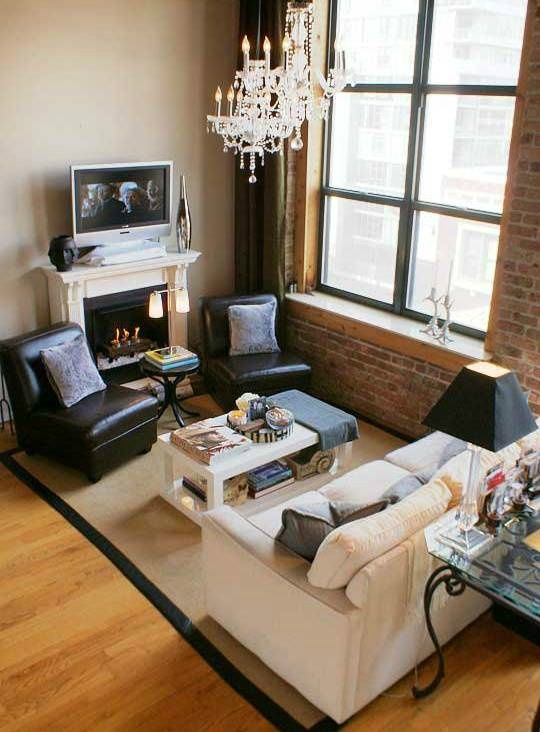 10 tips for a small living room decoholic for Tiny living room furniture arrangement