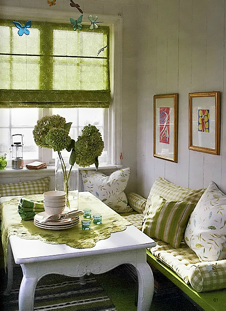 10 tips for small dining rooms 28 pics decoholic for Dining area decorating pictures