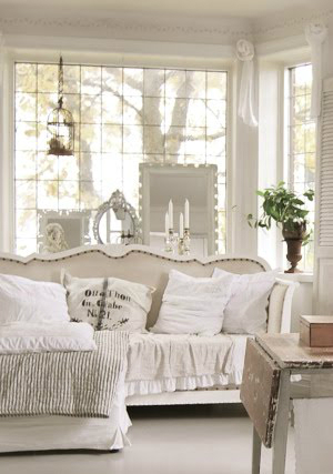 White Living Room Ideas 34