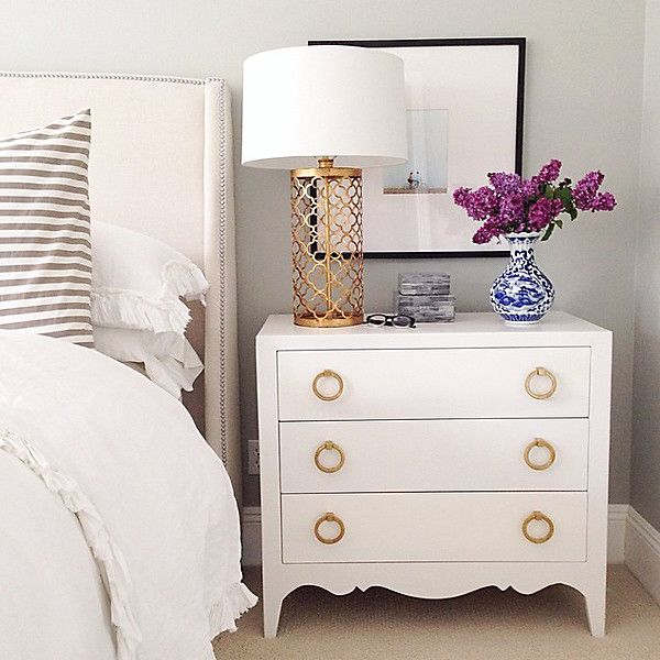 12 bedroom storage ideas to optimize your space decoholic - Bedside tables small spaces decor ...