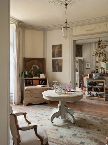 French Romance Through A Poetic Setting Of Antiques And Shabby Chic Furniture 11