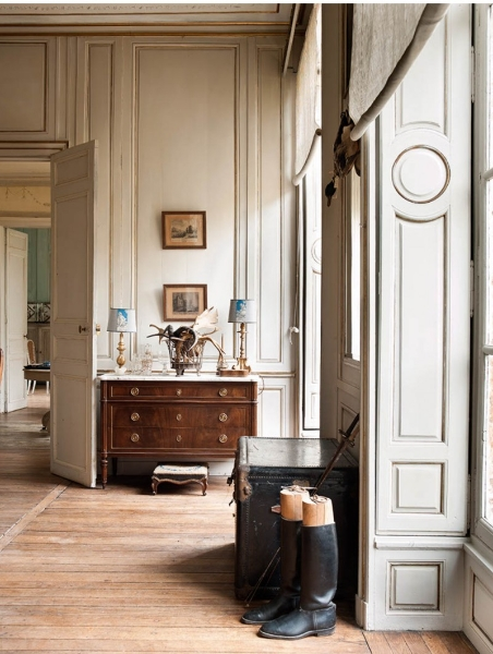 French Romance Through A Poetic Setting Of Antiques And Shabby Chic Furniture 14