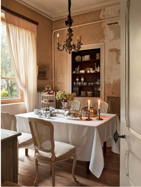French Romance Through A Poetic Setting Of Antiques And Shabby Chic Furniture 15