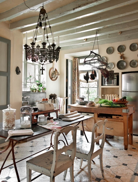 French Romance Through A Poetic Setting Of Antiques And Shabby Chic Furniture 17