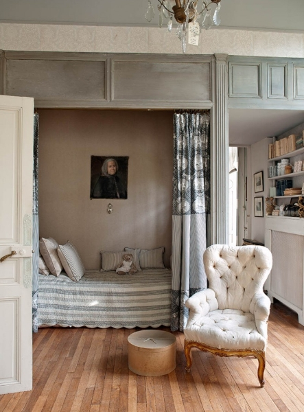 French Romance Through A Poetic Setting Of Antiques And Shabby Chic Furniture 20