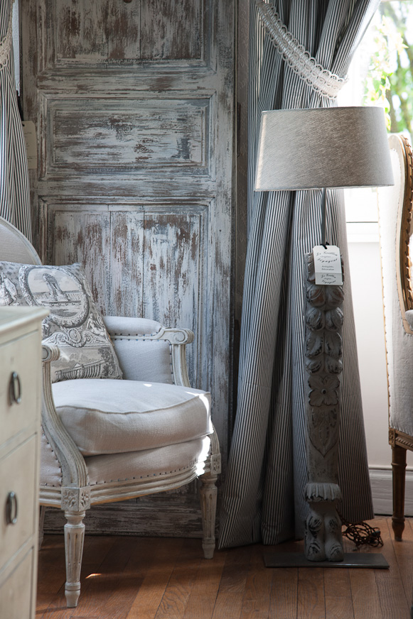French Romance Through A Poetic Setting Of Antiques And Shabby Chic Furniture 23