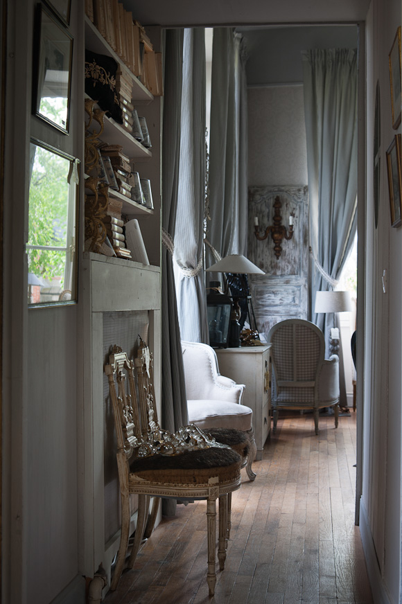 French Romance Through A Poetic Setting Of Antiques And Shabby Chic Furniture 24
