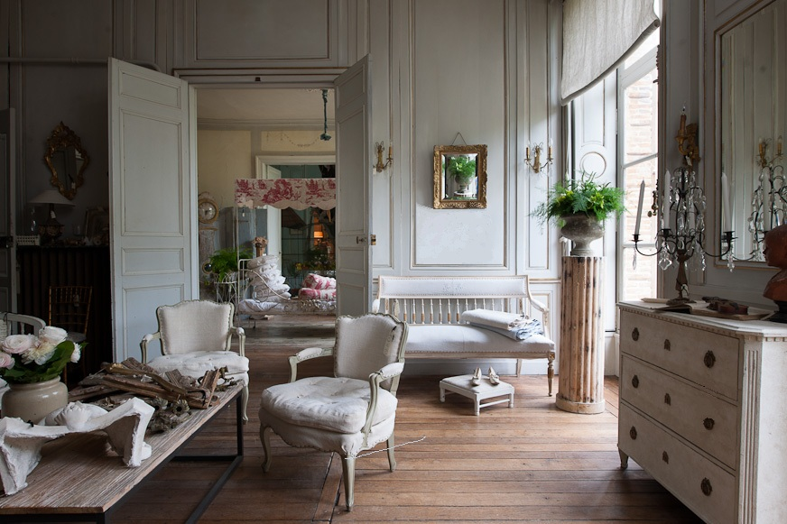 French Romance Through A Poetic Setting Of Antiques And Shabby Chic Furniture 26