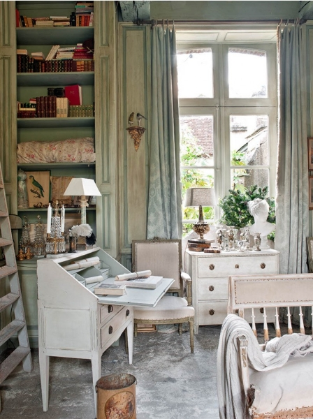 French Romance Through A Poetic Setting Of Antiques And Shabby Chic Furniture 4