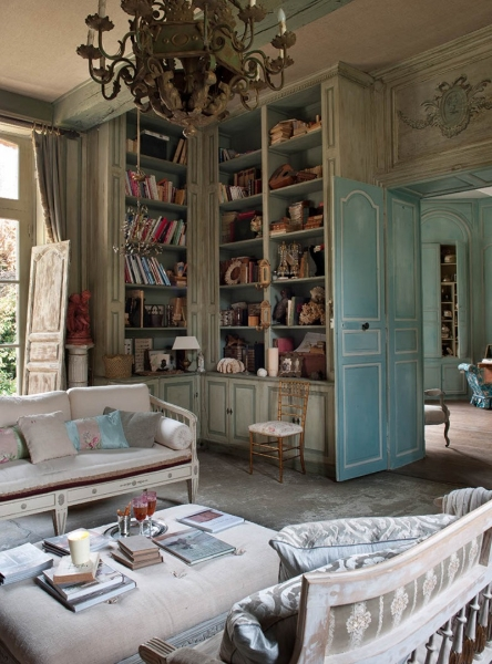 French Romance Through A Poetic Setting Of Antiques And Shabby Chic Furniture 5