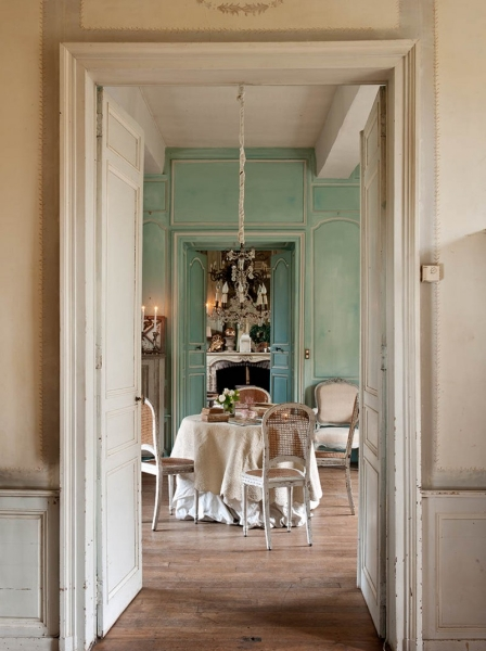 French Romance Through A Poetic Setting Of Antiques And Shabby Chic Furniture 8