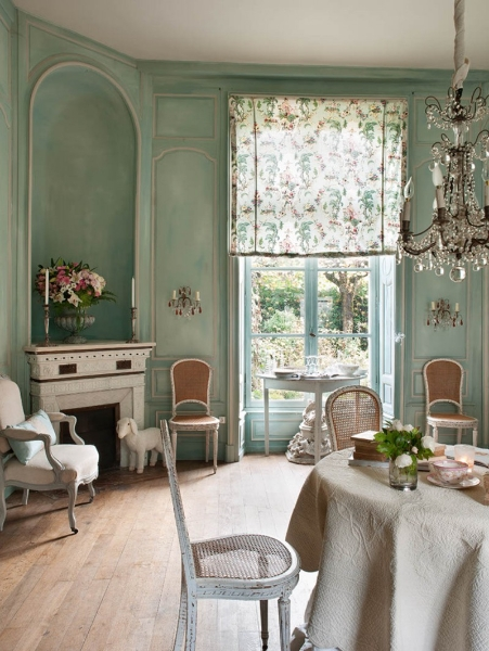 French Romance Through A Poetic Setting Of Antiques And Shabby Chic Furniture 9