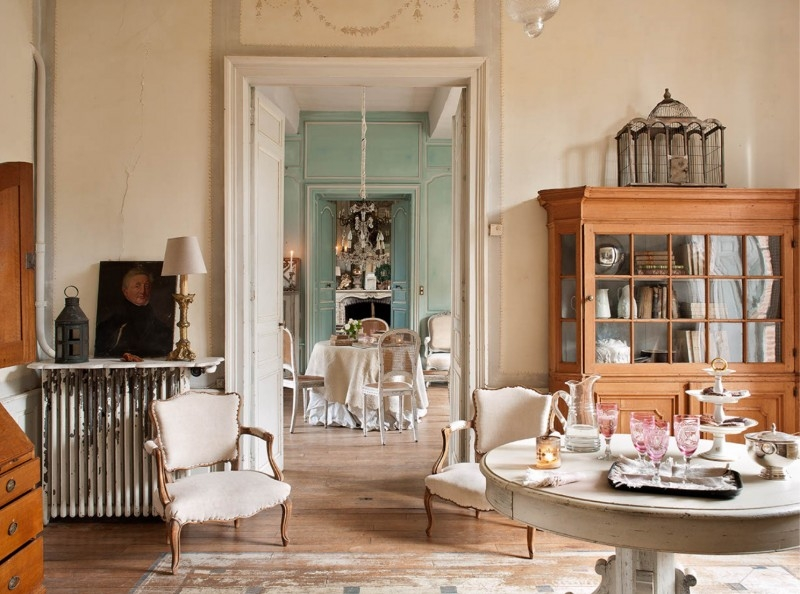 French Romance Through A Poetic Setting Of Antiques And Shabby Chic Furniture