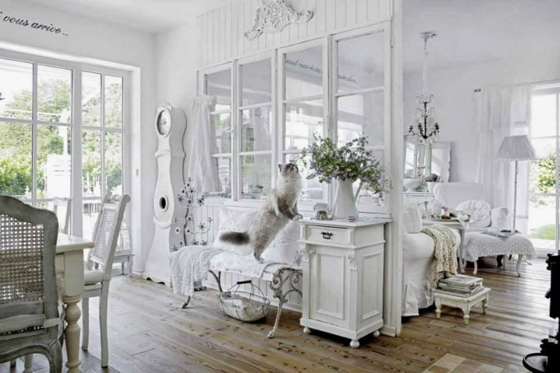Shabby chic interior with incredible attention to details decoholic - Casa in stile shabby chic ...