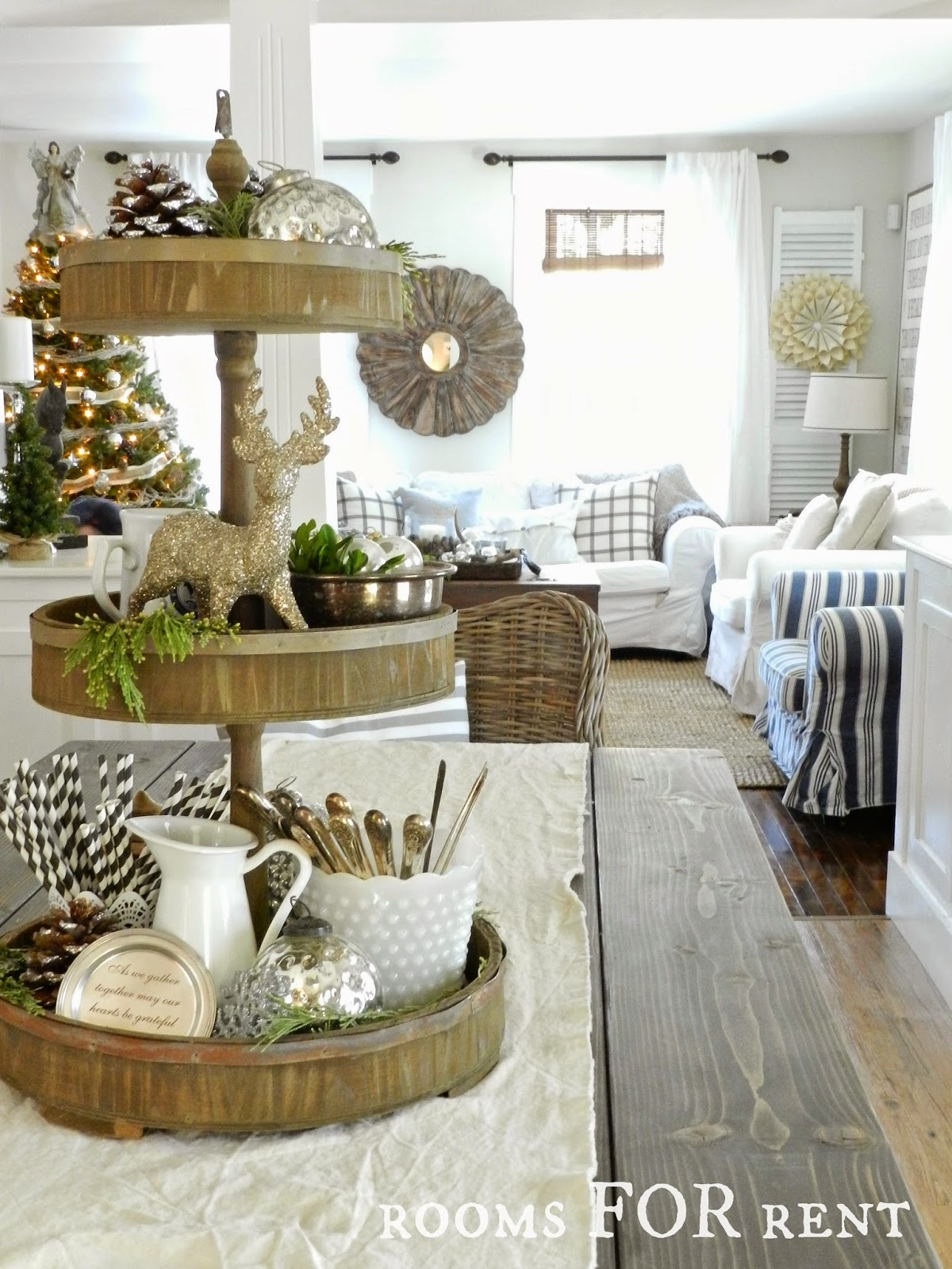 Stunning Christmas Country Home Tour 20