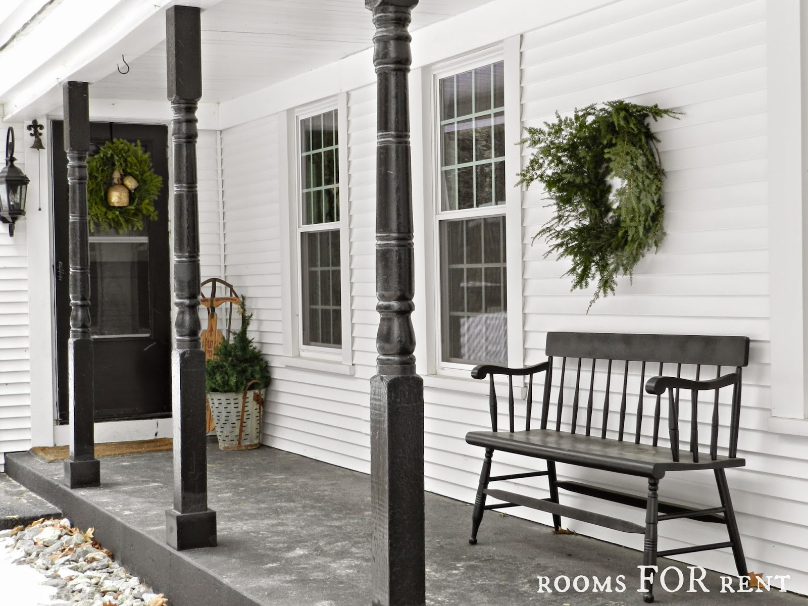 Stunning christmas country home tour decoholic for Farmers porch