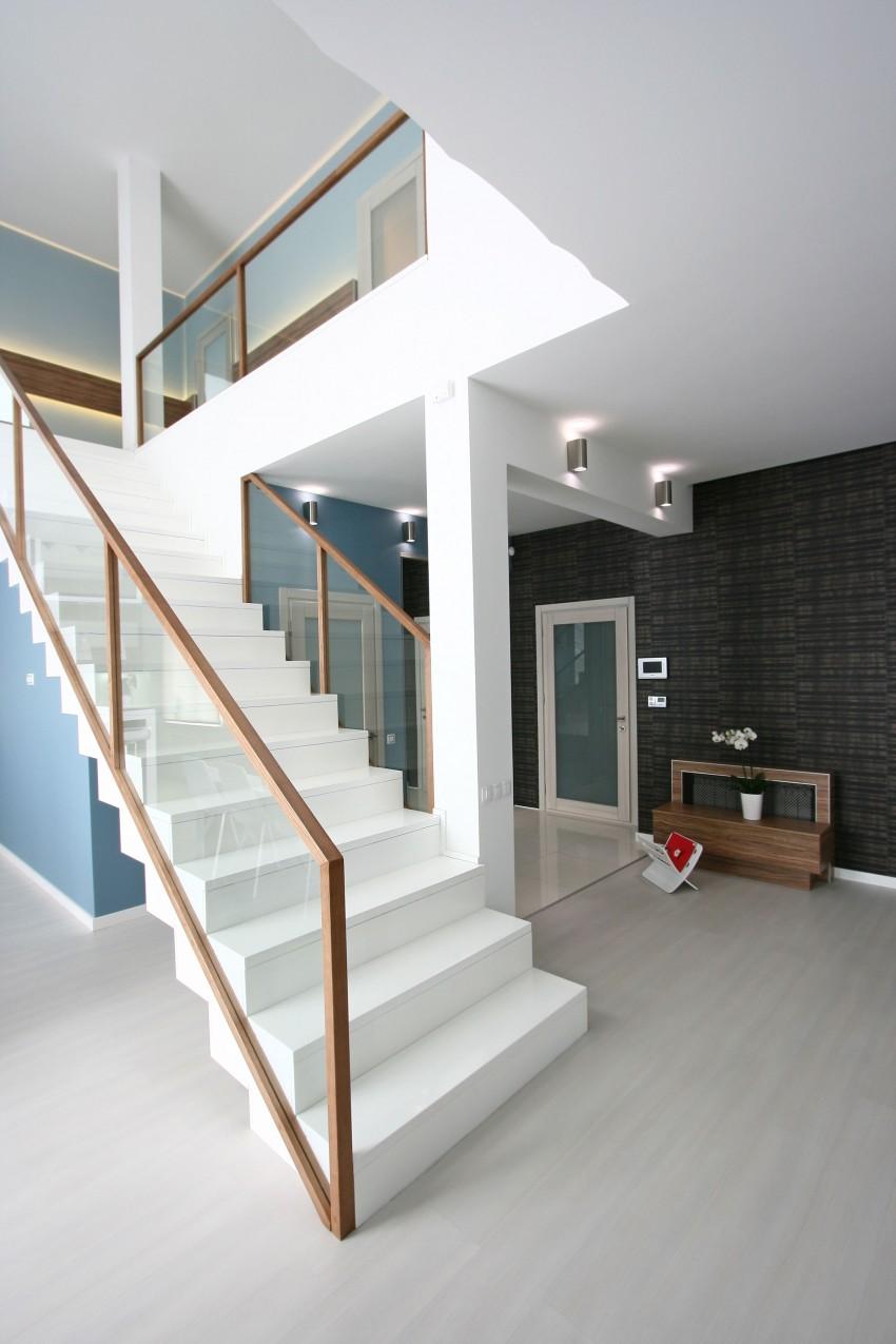 Simple Yet Sleek And Chic House - Decoholic