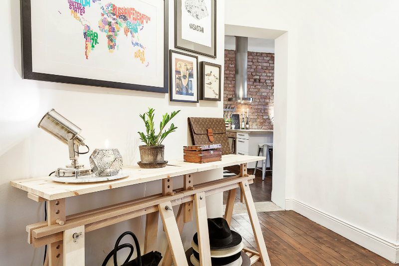 Small Stylish Apartment That Looks Warm Cozy And Inviting ...