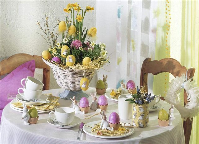 Easter Table Decorations 43