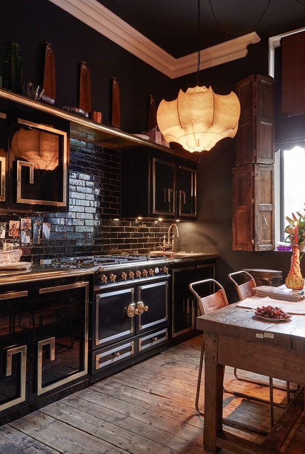 luxury-totals-black kitchen with  black gloss kitchen tiles