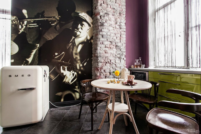 Eclectic Apartment That Blends Retro and Classic