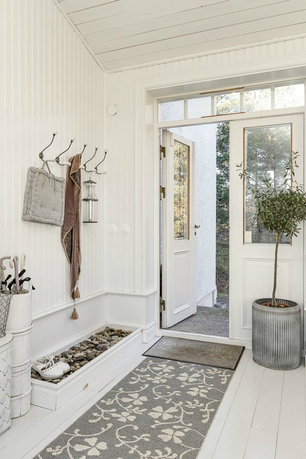 Interesting and Exciting Shabby Chic House 29