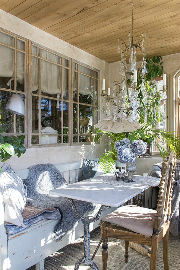 Classic provence style house in modern sweden decoholic for Accessori per arredare casa