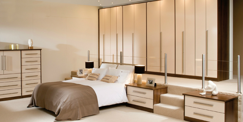 31 best fitted wardrobes decoholic for Fitted bedroom ideas for small rooms