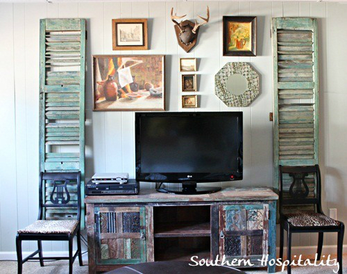 TV decoration with vintage furniture around