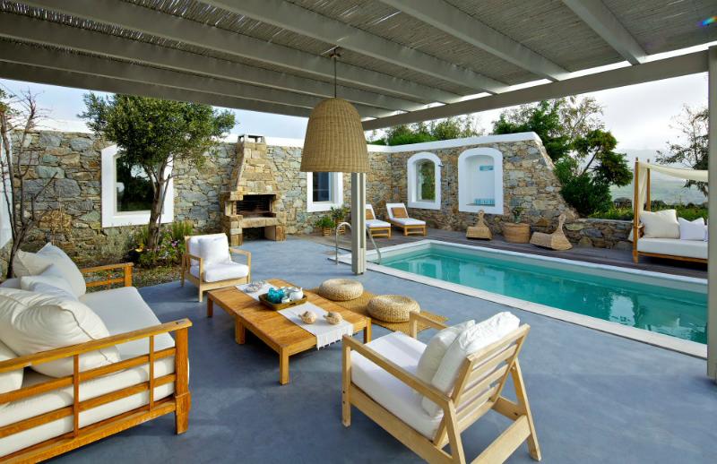 Gorgeous Villa With Impressive Stark White Interiors 2