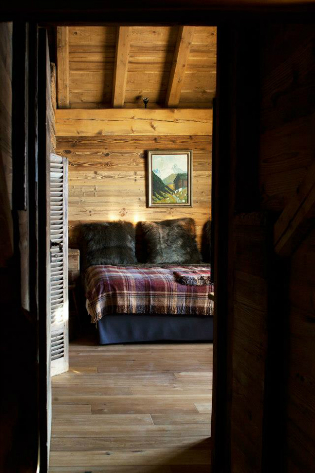 Magnificent Chalet Faithful to the Traditional Savoyard Style 8