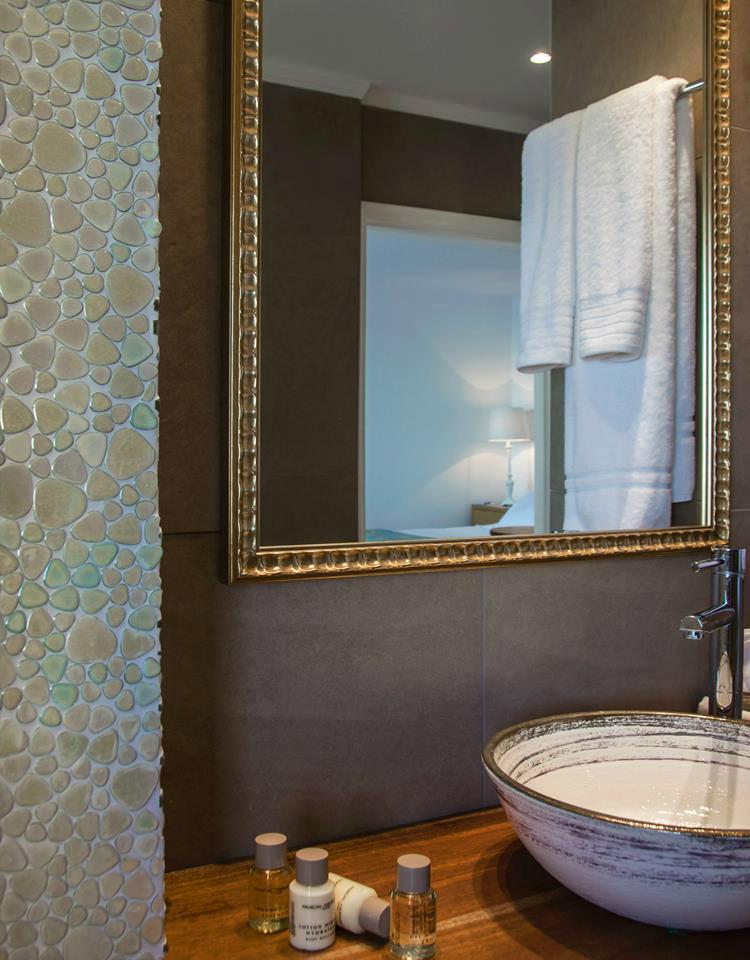 Aqua Luxury Suites In Santorini 11