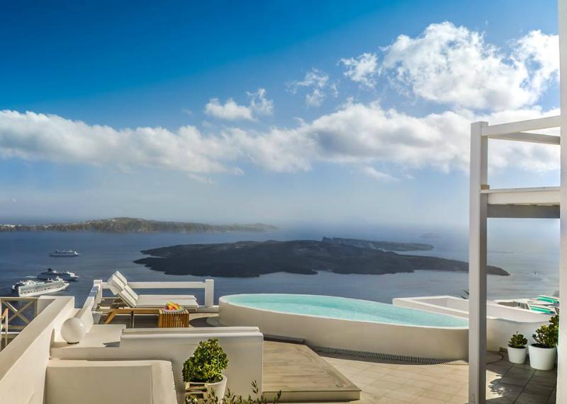 Aqua Luxury Suites In Santorini 14