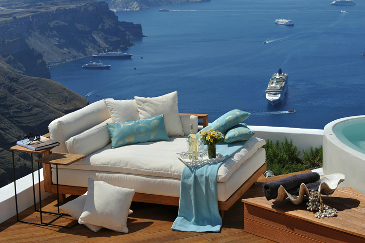 Aqua Luxury Suites In Santorini 15