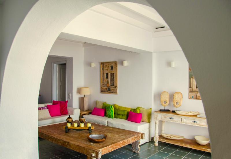 Aqua Luxury Suites In Santorini 2
