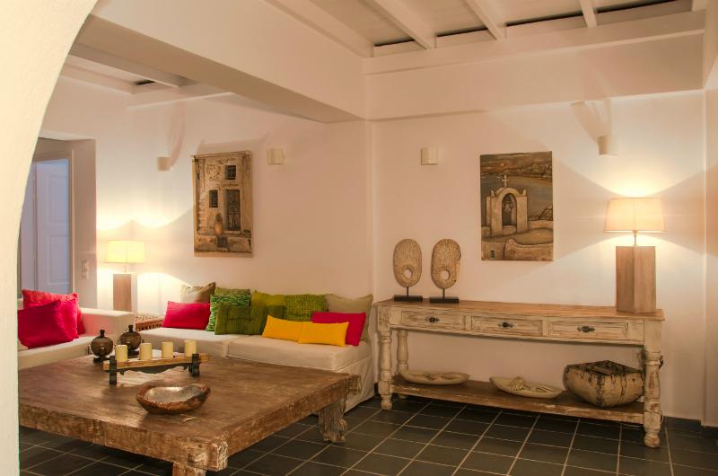 Aqua Luxury Suites In Santorini 3