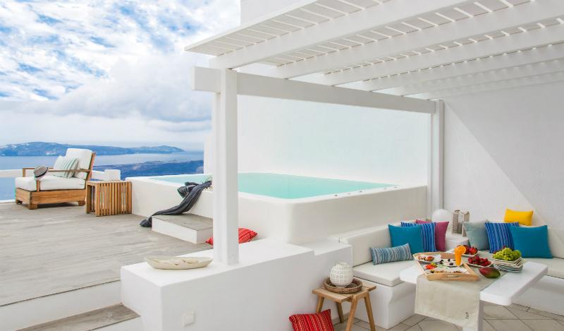 Aqua Luxury Suites In Santorini 4