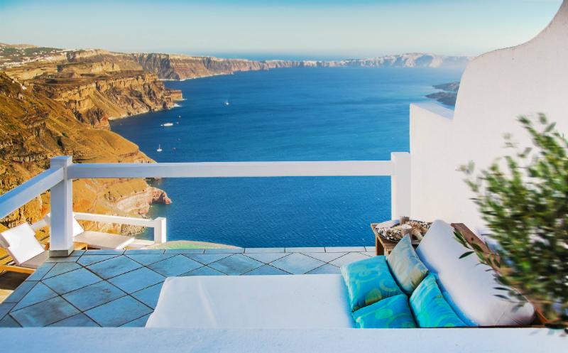 Aqua Luxury Suites In Santorini 5