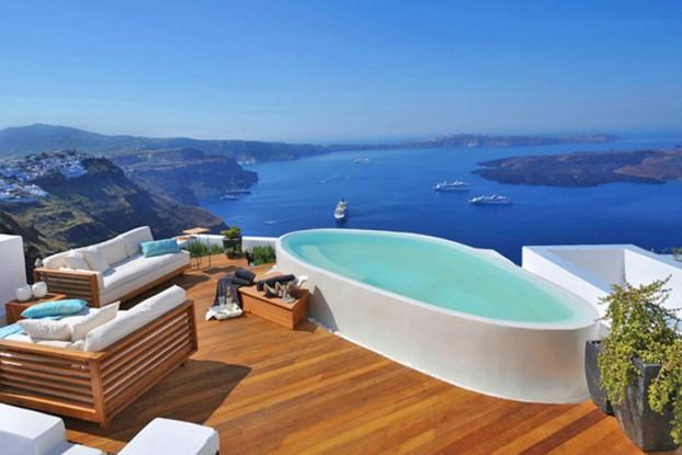 Aqua Luxury Suites In Santorini